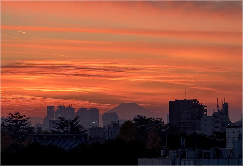 鶯谷から見える富士山